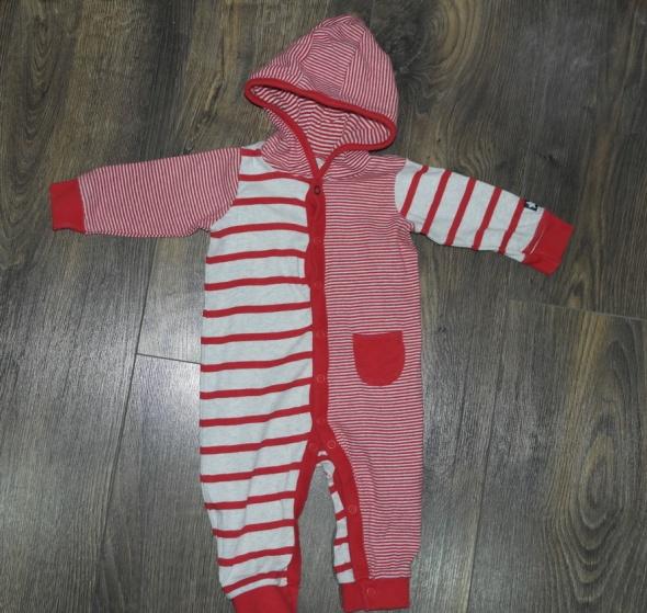 Pajacyk dla niemowlaka z kapturem 68