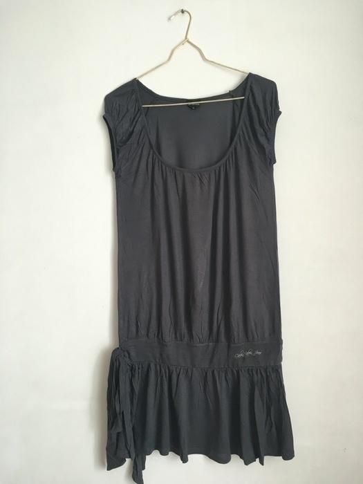 Sukienka z przewiązaniem z boku
