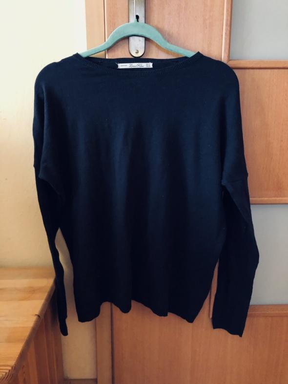 Prosty granatowy sweter Zara