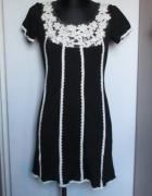 QUIZ śliczna czarna sukienka ze zdobieniami w kolorze ecru...