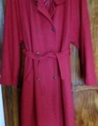 Czerwony lekko ocieplony płaszcz