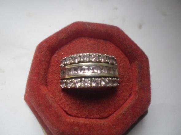 Srebrny masywny pierścionek obrączka z cyrkoniami 10 gr...