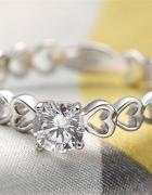 Nowy pierścionek srebrny kolor posrebrzany serca serduszka cyrk...