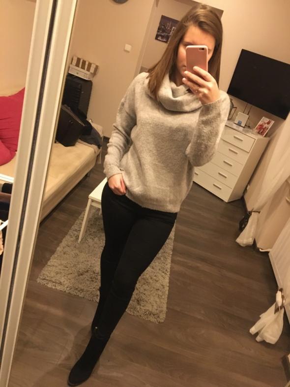 Szary sweter z golfem Reserved S...