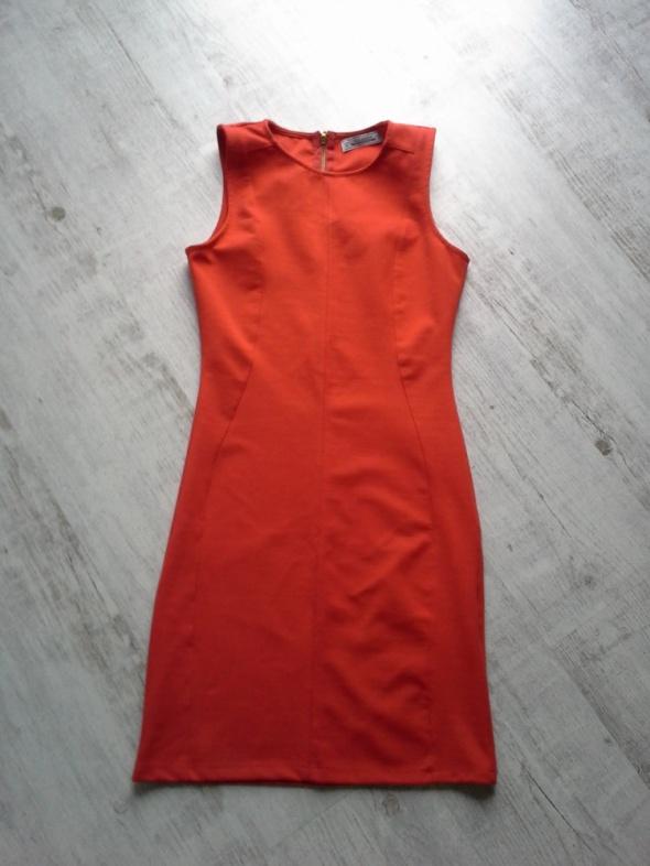 Suknie i sukienki Czerwona sukienka Pull and Bear