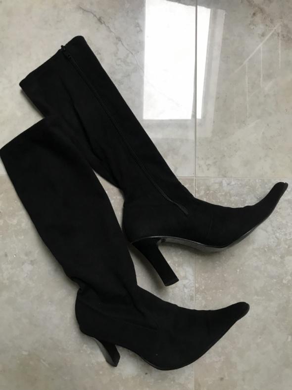 Czarne wysokie buty na słupku zamszowe kozaki