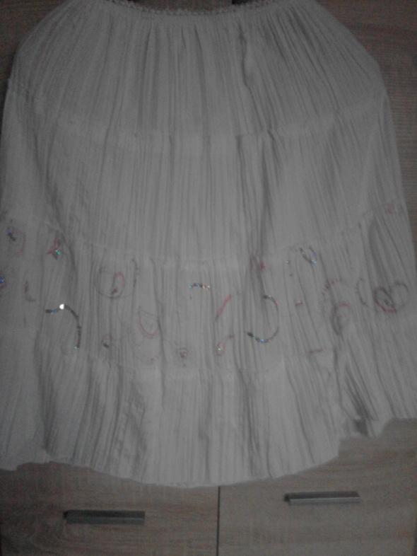 spódnica biała z lekkim wzorkiem...