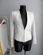 Biały klasyczny żakiet jodełka H&M...