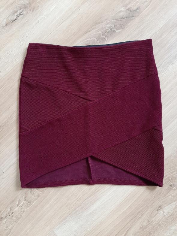 Bandażowa spódnica bordo