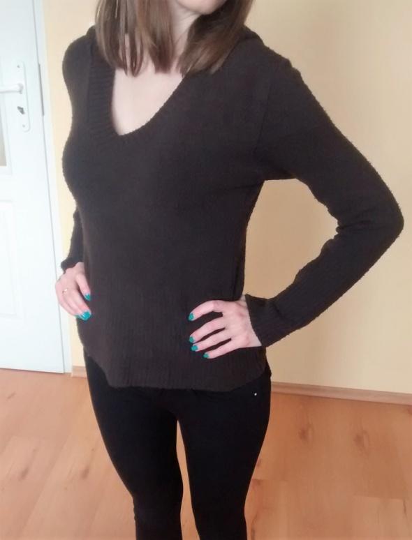 sweterek brązowy