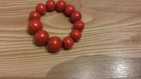czerwona bransoletka z grubych koralików