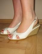 Białe sandały koturny słomkowe 36...