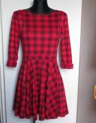 Śliczna sukienka w czarno czerwoną kratkę...
