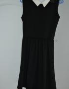 sukienka czarna rozkloszowana z bialym kolnierzyki