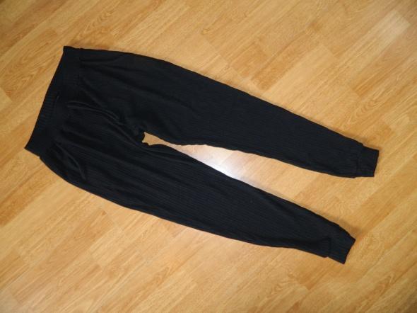 Boohoo spodnie dresowe roz 36
