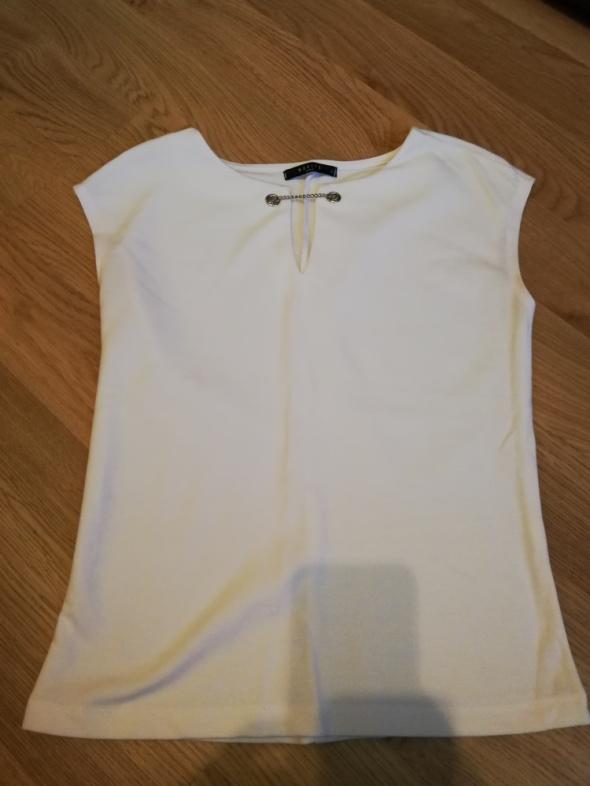 Bluzka kremowa z łańcuszkiem Mohito...