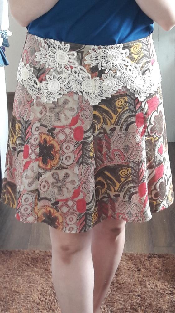 Spódnice Spódniczka z haftem