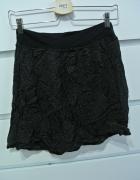 Czarna spódnica w groszki...
