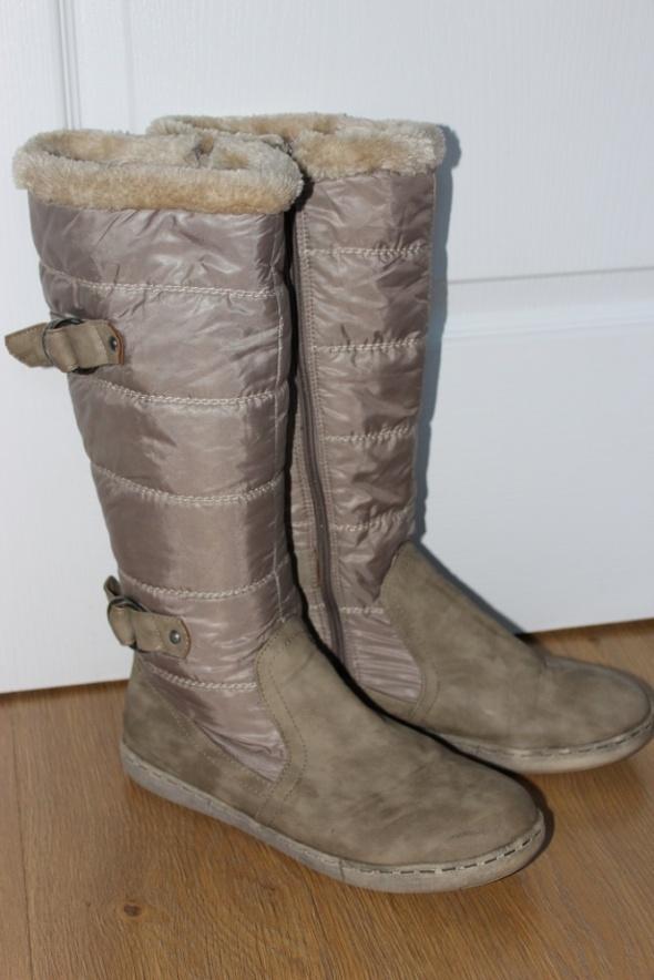 kozaki beżowe beż ciepłe boty zimowe pikowane długie