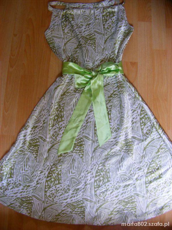 Piękna sukienka biało zielona roz uniwersalny 20zł
