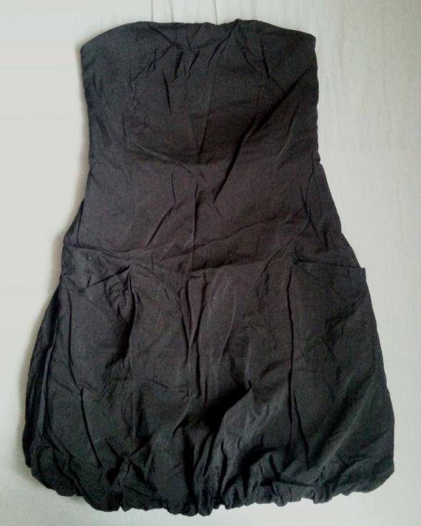 Czarna sukienka bombkowata Papaya rozmiar 38...