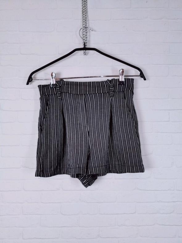 10 38 M Pull&Bear Czarne białe paskowane szorty krótkie spodenk...
