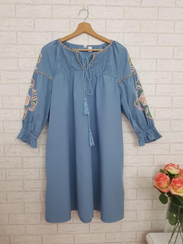 Suknie i sukienki Niebieska sukienka z haftem kwiaty roz XL Zara