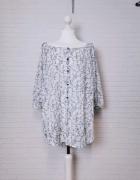 14 42 XL F&F Plus Size Biała niebieska wzorzysta bluzeczka tuni...