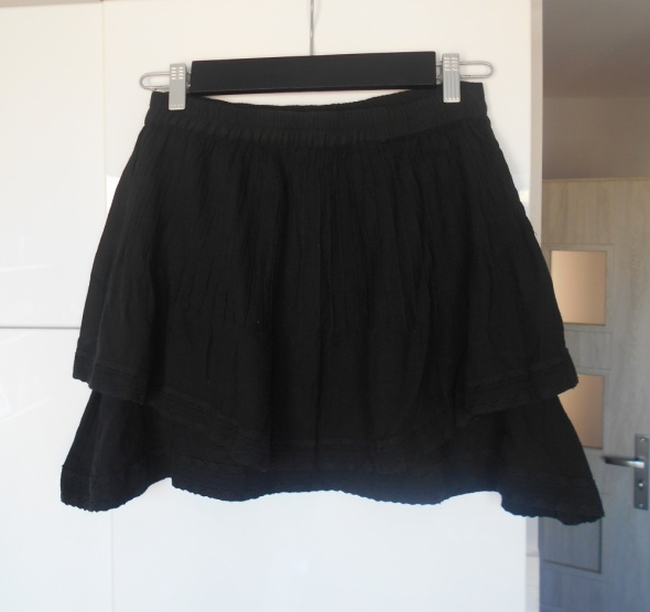 Spódnice Vila czarna spódniczka letnia minimalizm hafty
