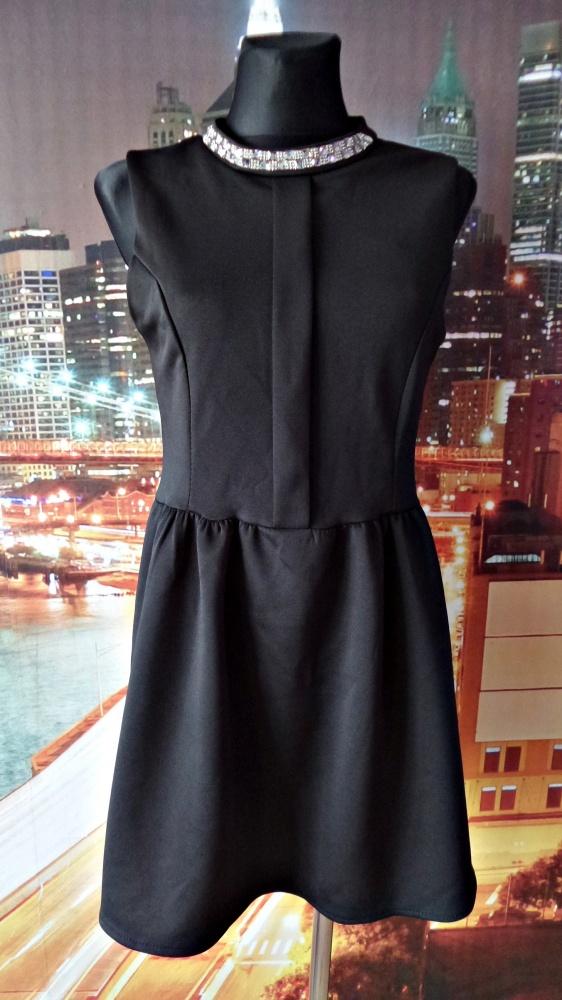 sukienka rozkloszowana czarna biżuteryjna 38