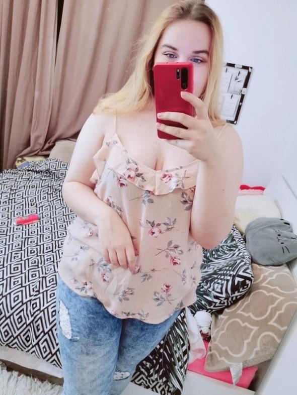 22 50 5XL New Look plus size beżowa bluzeczka w kwiaty róże...