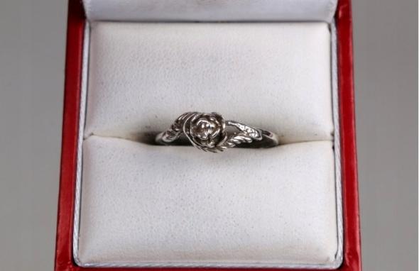 róża pierścionek srebrny...