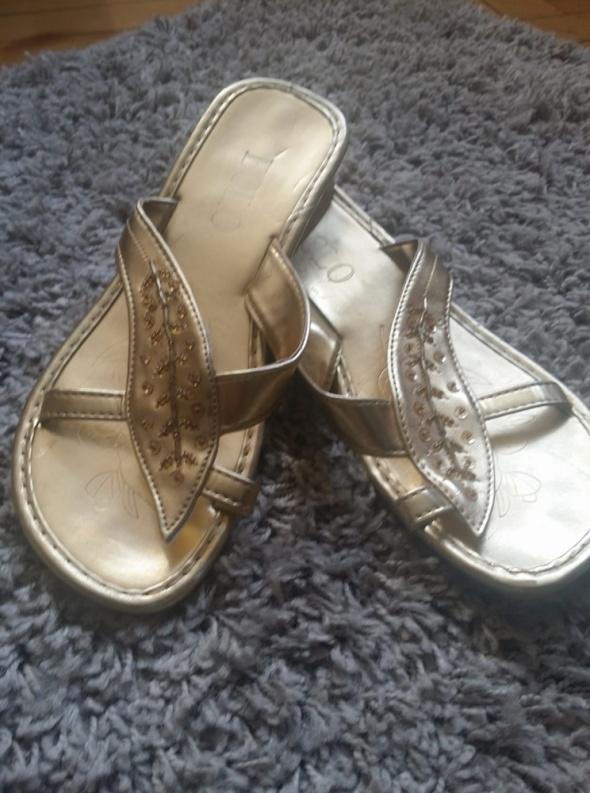 Złote klapki