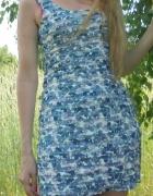 Sukienka w kwiaty falbanki