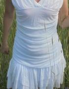 Sukienka biała asymetryczne falbanki