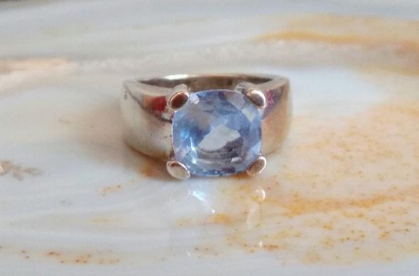 srebrny pierścionek akwamaryn