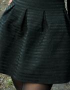 czarna spódnica z zipem...