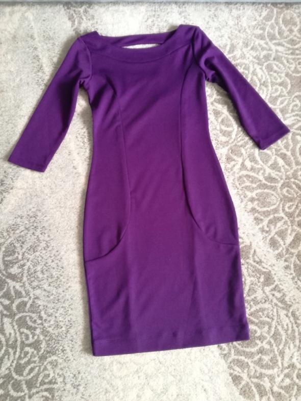 Ołówkowa sukienka Top Secret...