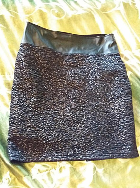 Spódnica czarna na poszewce 44