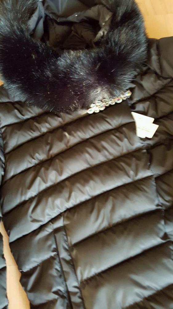 Pikowany płaszczyk z broszką i futerkiem rXXL