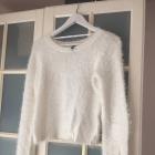Sweter biały włochaty