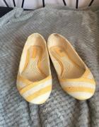 Kremowo żółte balerinki ZARA