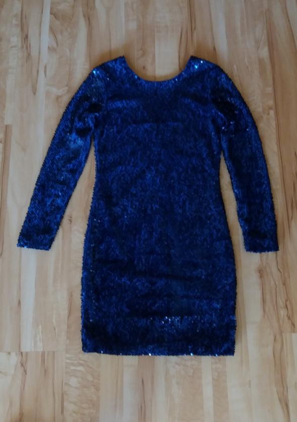 Granatowa cekinowa sukienka Mohito 38
