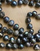 Długi naszyjnik z naturalnych pereł