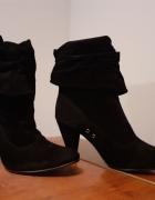 Czarne botki na obcasie...