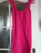 Różowa obcisła sukienka...