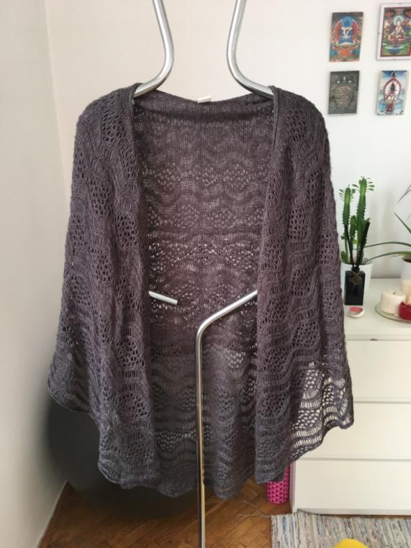 Swetry Grafitowy sweter narzutka ażurkowa Vila rozm L