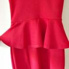 Atmosphere czerwona obcisła sukienka z baskinką dopasowana mini