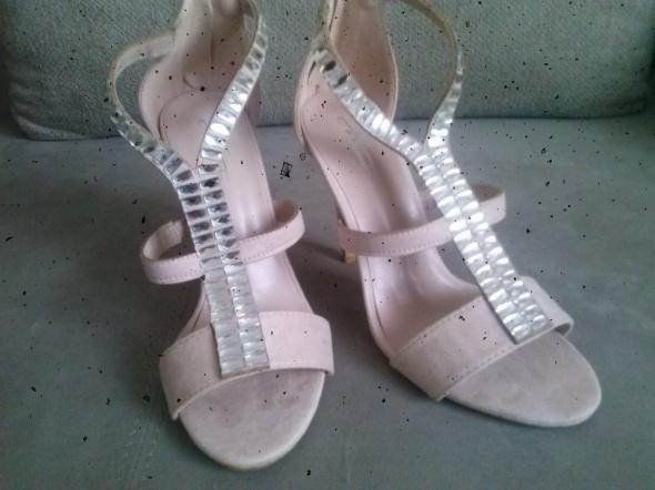 sandały na szpilce nowe