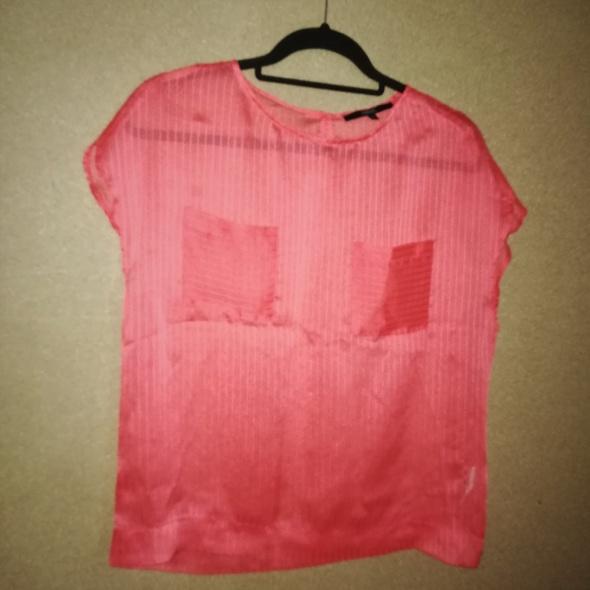Czerwona transparentna bluzka z kieszonkami 38...